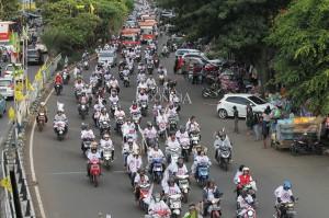 Ribuan Pendukung Jokowi-Ma'ruf Gelar Konvoi ke Hotel Sultan