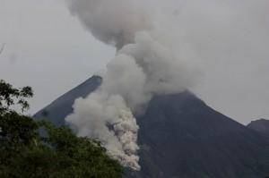 Pagi Ini Gunung Merapi Keluarkan 6 Kali Guguran Awan Panas