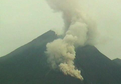 Gunung Merapi Lima Kali Keluarkan Awan Panas