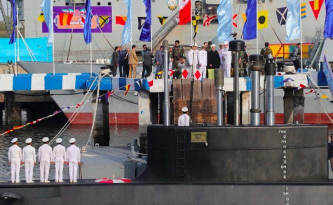 Peresmian rudal terbaru yang diluncurkan dari kapal selam oleh militer Iran. (Foto: Telegraph).
