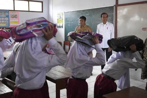 Kunjungi Banten, Jokowi Apresiasi Program Tagana Masuk Sekolah