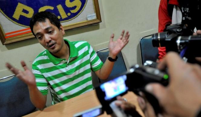 Salah satu anggota Exco PSSI, Yoyok Sukawi memberikan bocoran terkait agenda rapat darurat Exco PSSI, Senin 18 Februarii 2019. (Foto: ANTARA FOTO/R. Rekotomo)