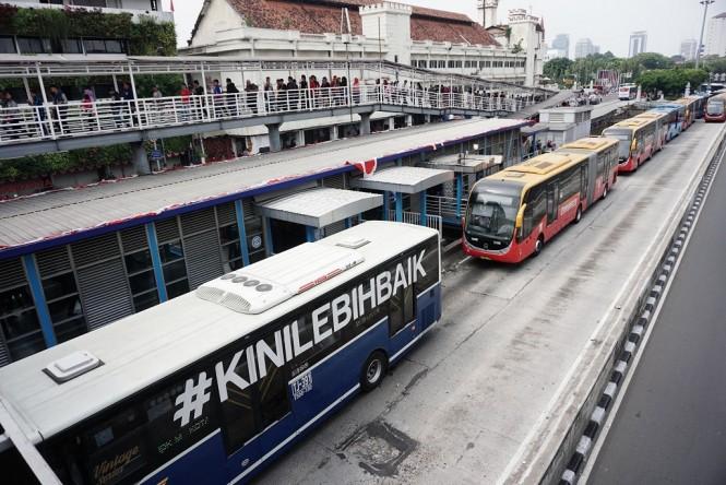 Ilustrasi Transjakarta - MI/Arya Manggala