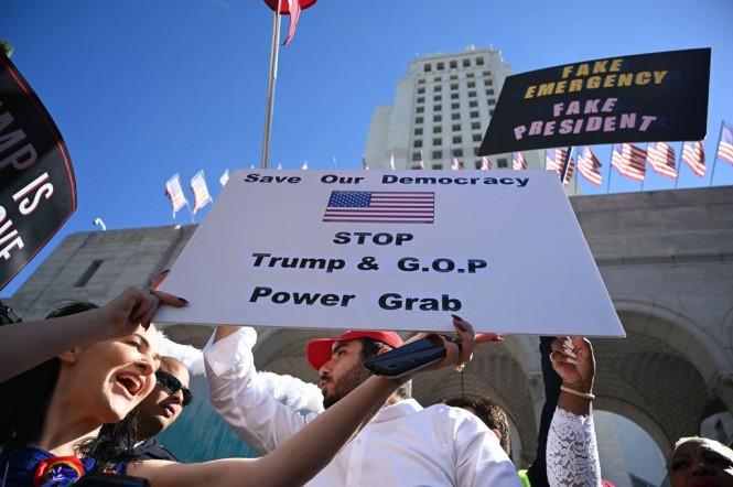 Demo menentang status darurat di perbatasan. (Foto: AFP).