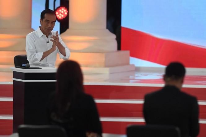 Capres nomor urut 01 Joko Widodo saat debat kedua Pemilu Presiden 2019, Minggu, 17 Februari 2019 . Foto: Antara/Akbar Nugroho Gumay