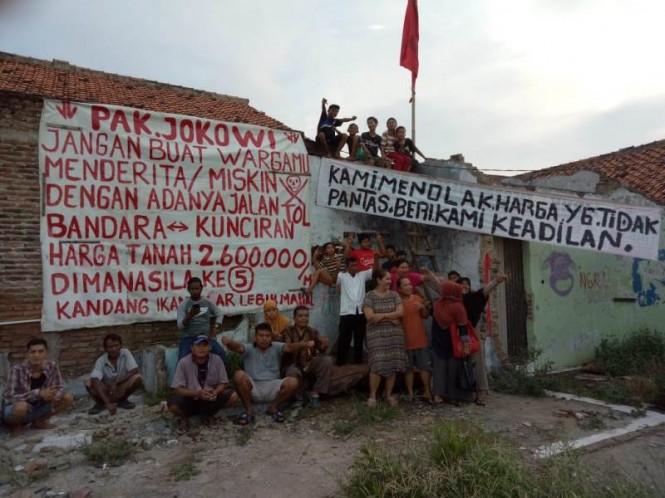 Spanduk penolakan pembebasan lahan terdampak JORR 2 bertebaran di Benda, Kota Tangerang, Banten, Selasa, 19 Februari 2019. Medcom.id/ Hendrik Simorangkir.