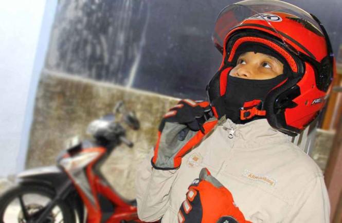 Gunakan helm yang sesuai dengan ukuran agar aman dan nyaman diguanakan. Medcom.id/Ahmad Garuda