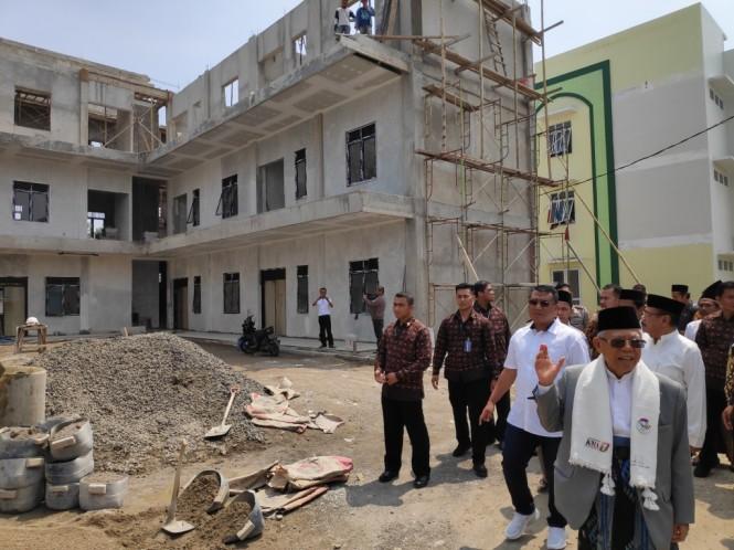 Calon wakil presiden nomor urut 01 Ma'ruf Amin di Ponpes An Nawawi Tanara, Serang, Banten. Foto: Medcom.id/M Sholahadhin Azhar.