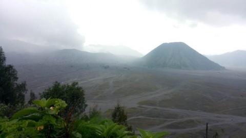 Gunung Bromo Mengalami Erupsi