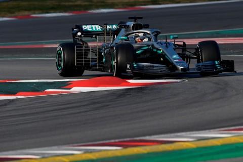 Hamilton: Vettel dan Ferrari Lebih Kuat dari Musim Lalu