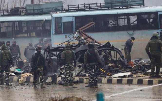 Ledakan yang terjadi di Kashmir menewaskan 41 prajurit India pada Kamis 14 Februari 2019. (Foto: AFP).