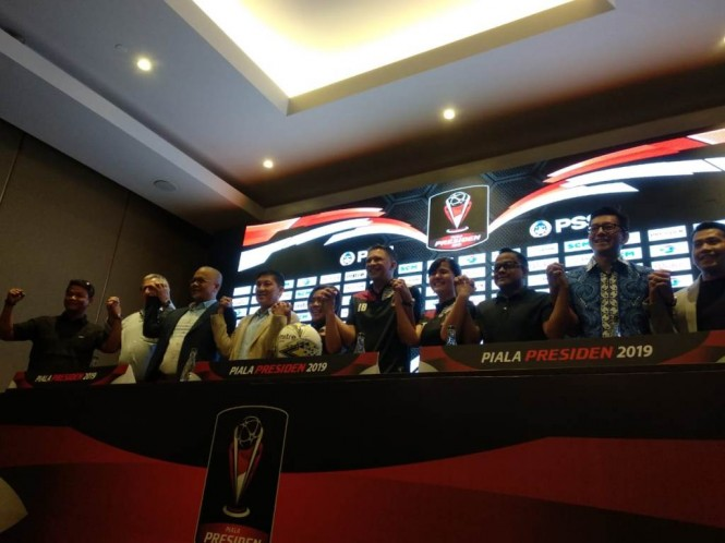 Sekjen PSSI Ratu Tisha dan Waketum PSSI Iwan Budianto menghadiri acara pembagian grup Piala Presiden 2019. (Foto: medcom.id/Rendy Renuki H)