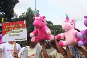 Puluhan Blogger Gelar Aksi #SaveUnicorn di Monas