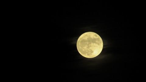 Anda Bisa Liat Super Snow Moon Malam Ini, Apa Itu?