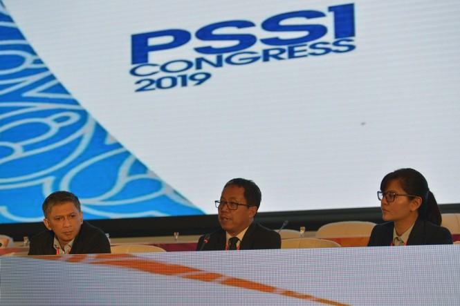 Pelaksana Tugas Ketua Umum PSSI Djoko Driyono (tengah). (ANTARA FOTO/Nyoman Budhiana)