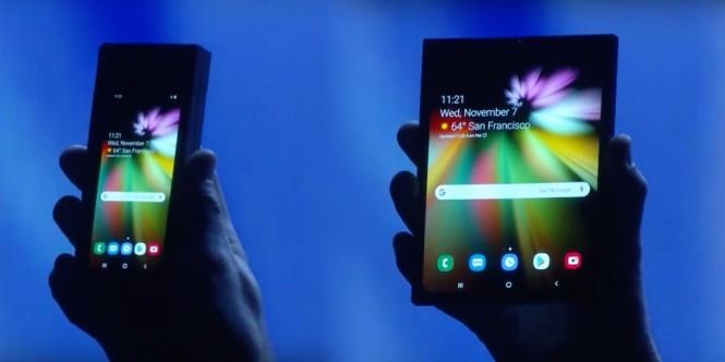 Samsung sempat memamerkan ponsel lipatnya.