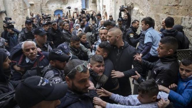 Bentrokan Polisi Israel dan keluarga Abu Assab saat penggusuran. (Foto: Anadolu Agency).