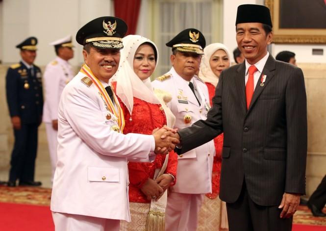 Gubernur Riau Syamsuar dan Presiden Joko Widodo - MI/Ramdani