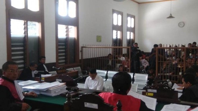 Fahmi Darmawansyah menjalani sidang tuntutan di Pengdilan Negeri Bandung, Rabu 20 Februari 2019