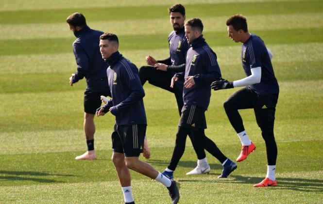Para pemain Juventus melakoni sesi latihan jelang menghadapi Atletico Madrid (Foto: AFP/Marco Bertorello)