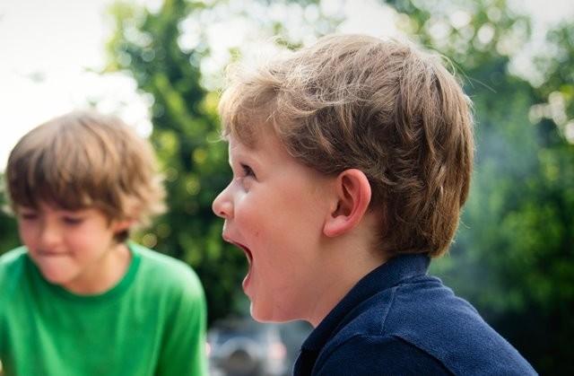Berikut langkah yang bisa Anda sontek untuk mengatasi si kecil yang keras kepala. (Foto: Ashton Bingham/Unsplash.com)