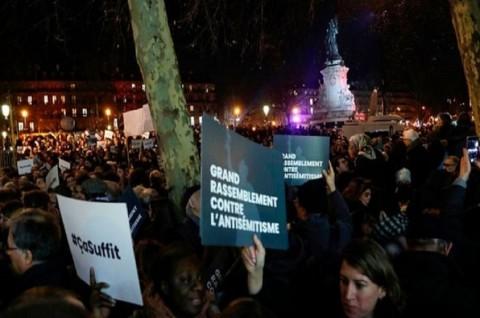 Ribuan Warga Prancis Berdemo Menentang Anti-Yahudi