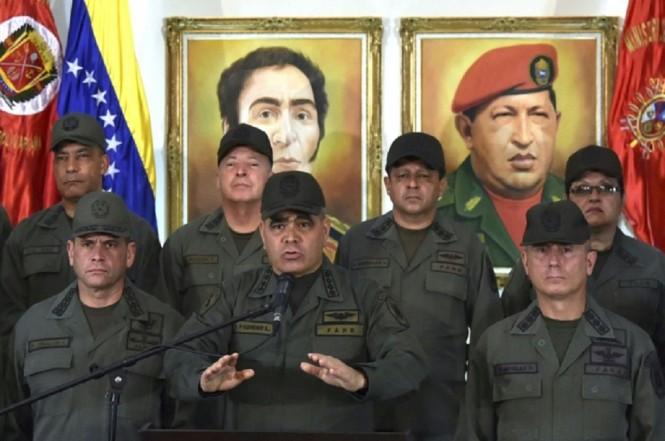 Menhan Venezuela Vladimir Padrino (tengah) di Caracas. (Foto: AFP)
