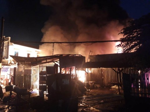 Ruko di Pasar Anyar Tangerang Terbakar