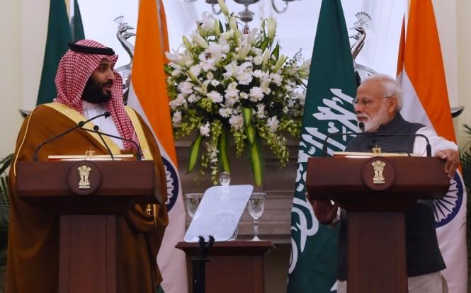 Pertemuan Pangeran Mohammed bin Salman dengan Perdana Menteri Inda Narendra Modi di New Delhi. (Foto: AFP).