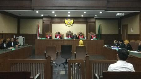Hakim Tolak Eksepsi Karen Agustiawan