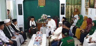 Ma'ruf Meets with Islamic Clerics in Makassar