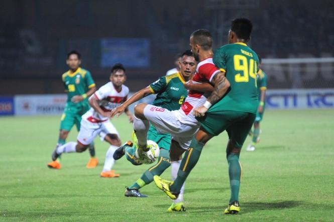 Suasana pertandingan Sriwijaya FC vs Madura United (Antara/Saiful Bahri)