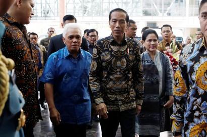 Jokowi Jenguk Ani Yudhoyono di Singapura