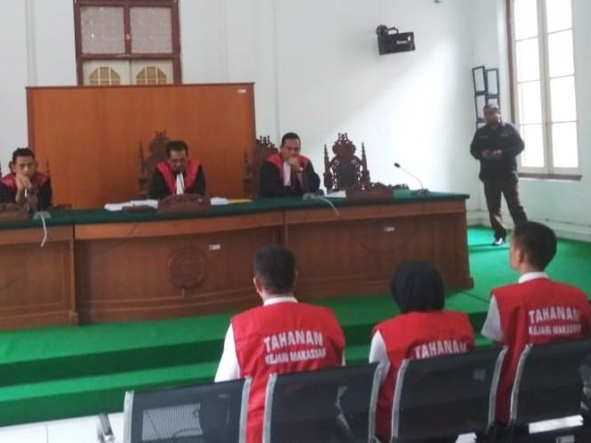 Pejabat ABU Tours dalam sidang tuntutan di Pengadilan Negeri Makassar, Kamis 21 Februari 2019. Medcom.id/Muhammad Syawaluddin