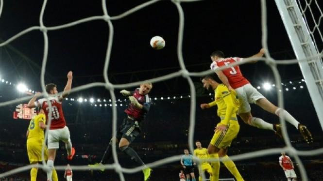 Suasana Arsenal vs BATE Borisov. (Foto: AFP)