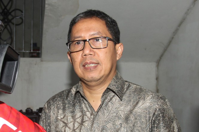 Plt Ketua Umum PSSI Joko Driyono (tengah) menjawab pertanyaan wartawan usai menjalani pemeriksaan di gedung Dit Res Krimum, Polda Metro Jaya, Jakarta, Jumat, 22 Febrauri 2019.
