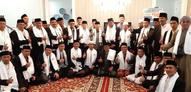 Calon wakil presiden nomor urut 01 Ma'ruf Amin menerima kunjungan dari 40 ulama dari Majelis Ulama Indonesia (MUI) se-Kabupaten Bogor - Medcom.id/Whisnu Mardiansyah.