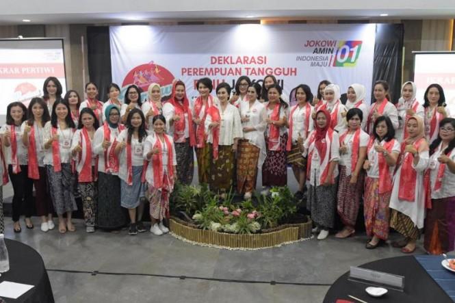 Perempuan Tangguh Pilih Jokowi (Pertiwi) deklarasi memenangkan pasangan Joko Widodo-Ma'ruf Amin pada Pilpres 2019. Dok: Pertiwi.