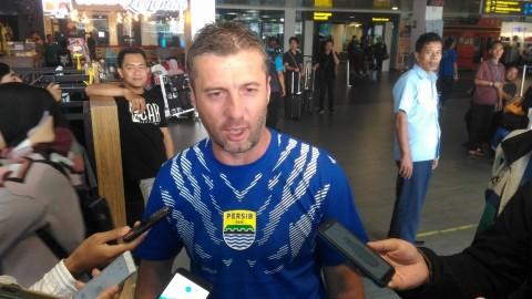 Pelatih Persib Tak Mempersoalkan Hasil Imbang kontra Arema