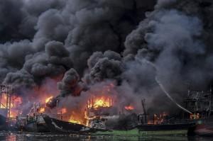 Belasan Kapal di Pelabuhan Muara Baru Terbakar