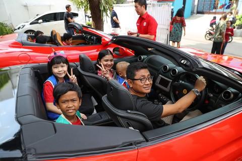 FOCI Ajak Anak-Anak YKAKI Berkeliling dengan Ferrari