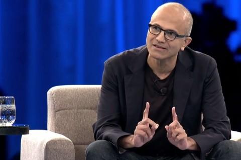 CEO Microsoft Bela Kontrak HoloLens dengan Pentagon