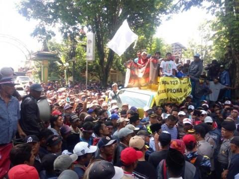 Ribuan Warga Malang Demo Tuntut Penyelesain Kasus Prona