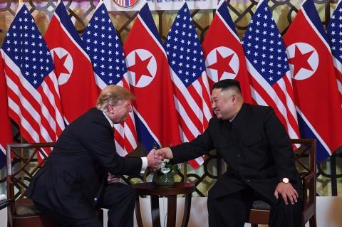Momen Pertemuan Trump dan Kim Jong Un di KTT Vietnam