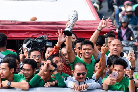 Timnas U-22 Diarak Menuju Istana Negara