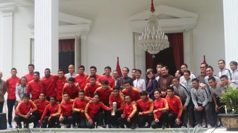 Ketika Jokowi 'Digempur' Juara AFF 2019