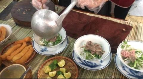 Menjajal Cita Rasa Pho di Ibu Kota Vietnam
