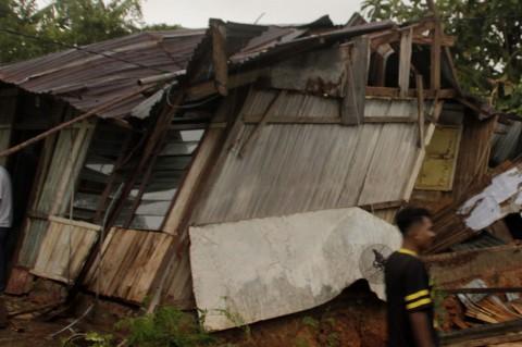 Diterjang Puting Beliung, Ratusan Rumah di Kupang Rusak