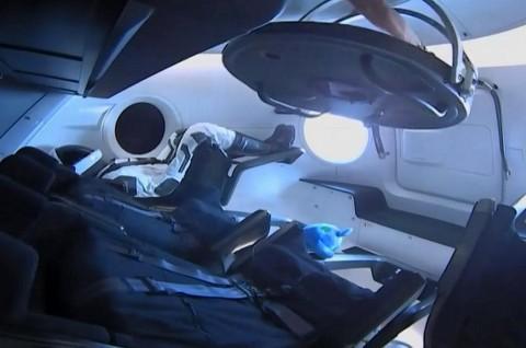 Kapsul SpaceX Crew Dragon Merapat di ISS