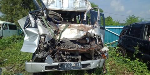 Minibus Tabrak Truk di Tol Cipali, Lima Orang Tewas